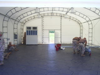 アメリカ軍の野営テントのフロアリングに